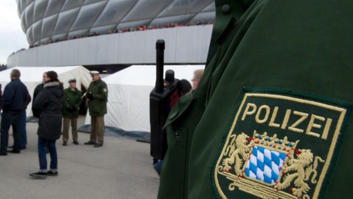 Polizei vor der Allianz Arena