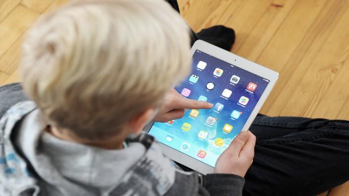 Medienkompetenz: Jugendliche verbringen viel Zeit im Netz, sind aber bei Online-Werbung oft unkritisch.