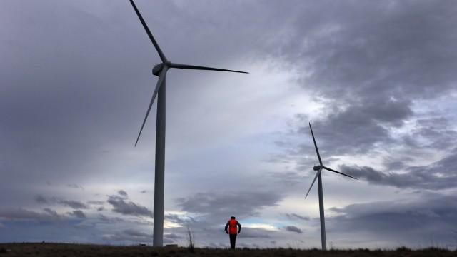 Eine Windfarm in den Hügeln um Lake George