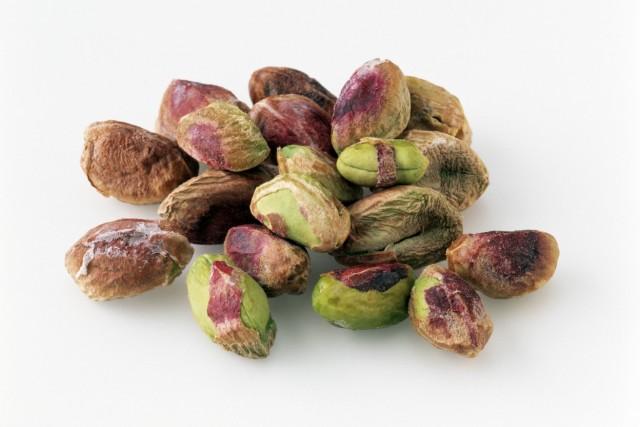 Pistachio nuts on a white background PUBLICATIONxINxGERxSUIxAUTxHUNxONLY 5031_29_9553 pistachios