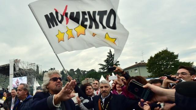 """Italien: Digitaler Populismus - der """"Fünf Sterne""""-Chef Beppe Grillo."""