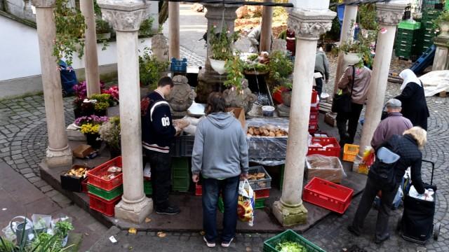 Ordensgemeinschaft: Für Hilfsbedürftige öffnen sich die Tore - Essen wird ausgegeben.