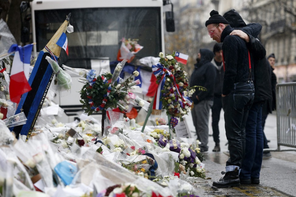 Eagles of Death Metal pays tribute to victims at the Bataclan
