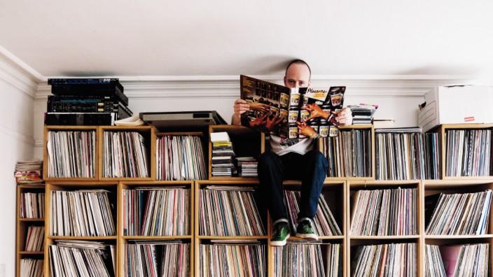 """Essay: Im Bildband """"Dust & Grooves"""" (Eden Books) erzählen Plattensammler von ihrer Liebe zur Musik und der Notwendigkeit, sie zu besitzen."""