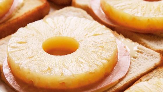 60 Jahre Toast Hawaii: Der Toast Hawaii, wie man ihn kennt: Toast, Kochschinken, Dosen-Ananas und Käse.