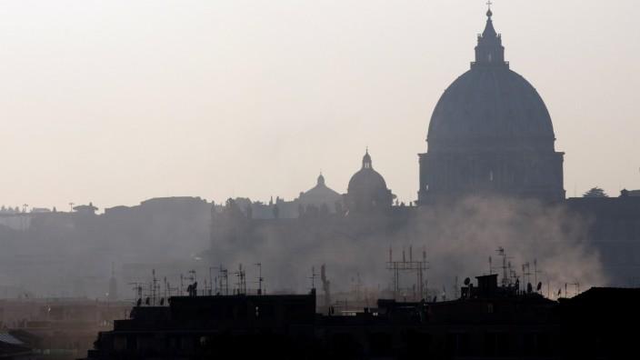 Smog: Petersdom in Rom: Italiens Hauptstadt hat mit Smog zu kämpfen.