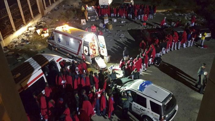 Some 180 Sub-saharan migrants arrive in Cueta
