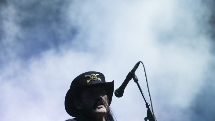Lemmy Kilmister dies at age 70