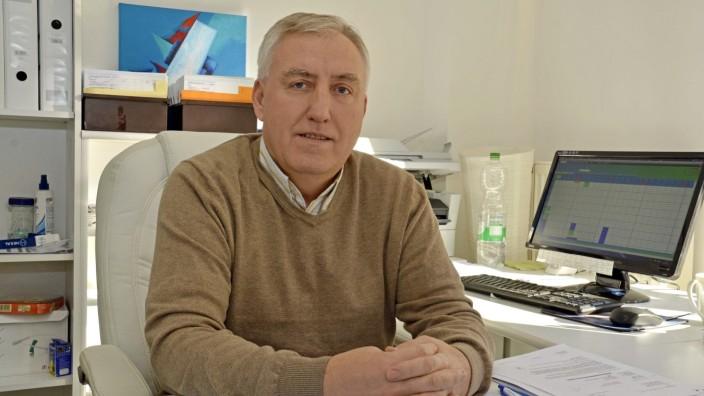 Fürstenfeldbruck: Skender Munishi wurde in Kosovo geboren und in Augsburg zum Facharzt für Psychiatrie und Psychotherapie ausgebildet.