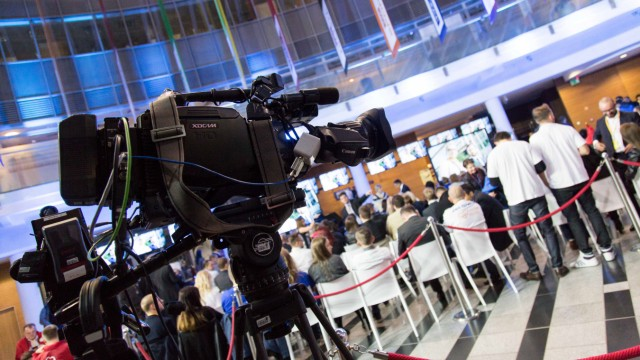 Oct 20 2015 Warsaw Poland Polish journalists and politicians watch TV debate of all Polish pa
