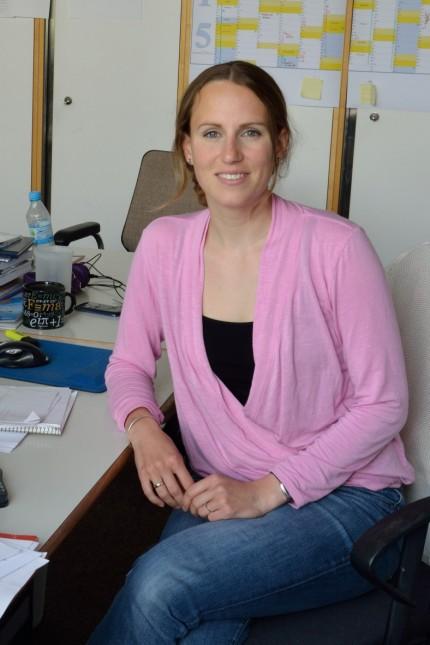 Diplomingenieurin Susanne Peters, wissenschaftliche Mitarbeiterin am Institut für Raumfahrttechnik und Weltraumnutzung an der Universität der Bundeswehr München in Neubiberg erforscht, wie Weltraummüll entsorgt werden kann.