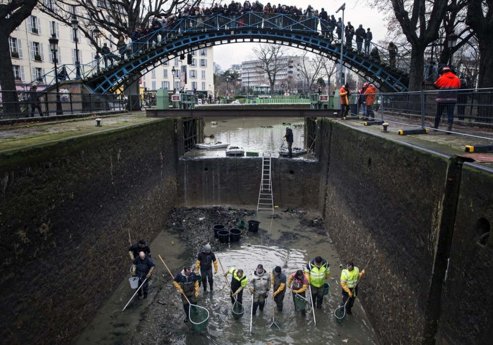 Canal Saint-Martin maintenance in Paris