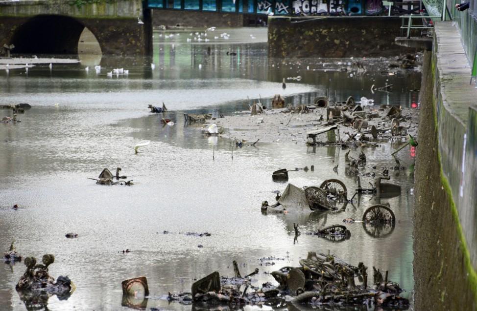 Illustration NEWS Nettoyage du Canal Saint Martin Paris 06 01 2016 FedericoPestellini Panorami