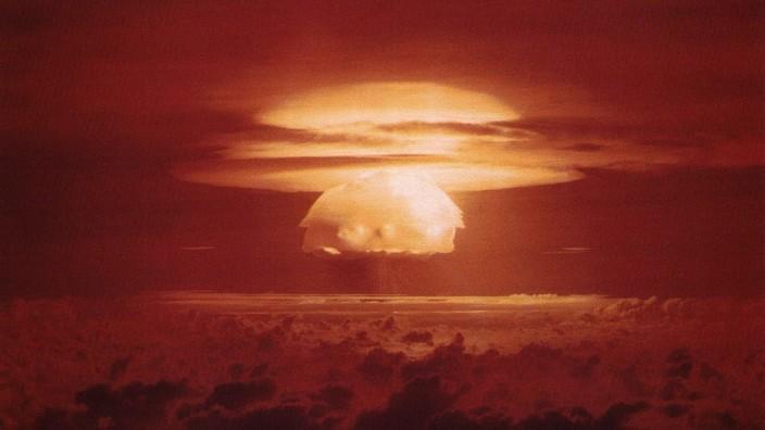 """Atomtest: Unter dem Codenamen """"Castle Bravo"""" testeten die USA 1954 die erste Wasserstoffbombe - bislang verfügen nur fünf Nationen über das Wissen zum Bau dieser Waffe."""