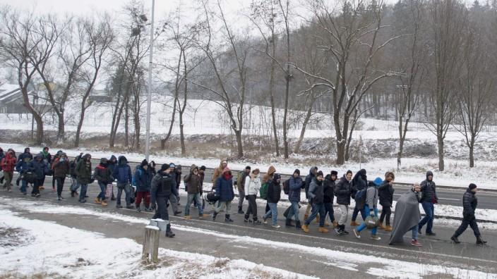 Grenzfragen: Flüchtlinge an der Grenze zwischen Slowenien und Österreich.
