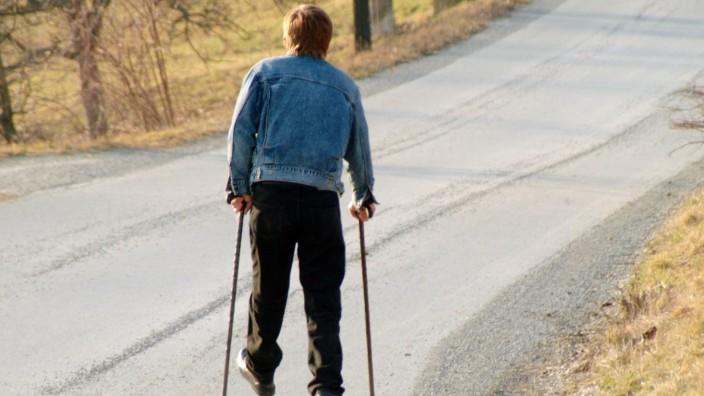 Berufsunfähigkeit: Wer so krank ist, dass er auf Dauer nicht arbeiten kann, ist berufsunfähig. Gefährdet sind vor allem Menschen mit körperlich belastenden Berufen.