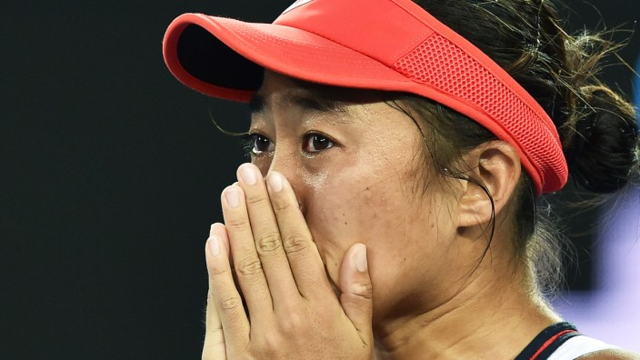 Tennis: Tränen nach dem Sieg: Die Chinesin Shuai Zhang