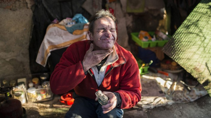Daily life of a homeless couple near Budapest
