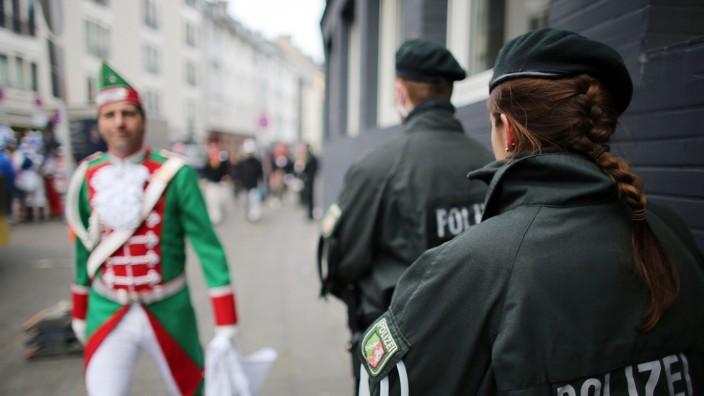 Jäger: Mehr Polizei und Video-Überwachung im Kölner Karneval