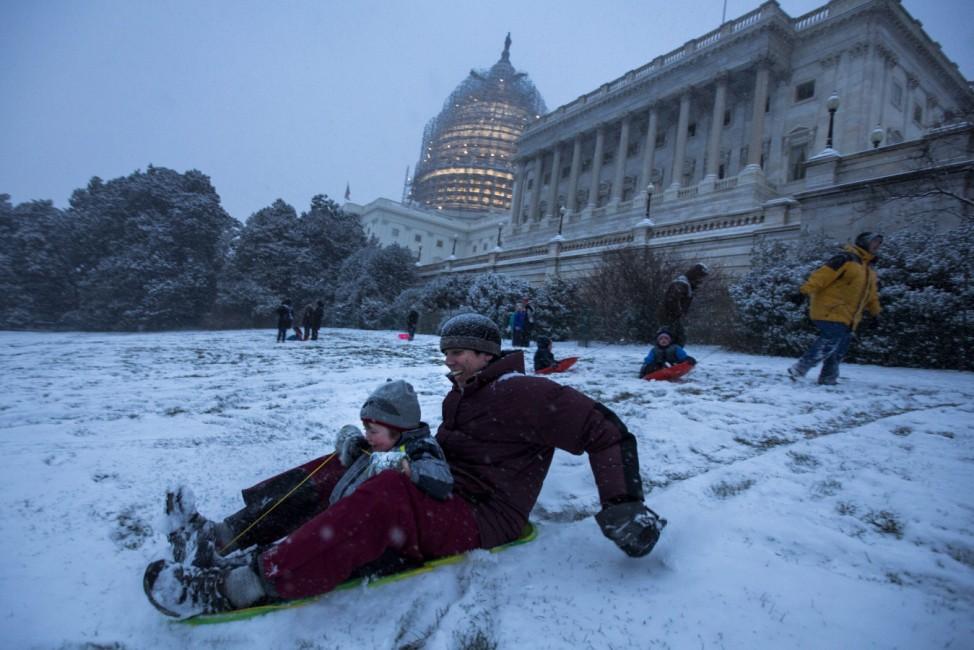Blizzard hits Washington, DC
