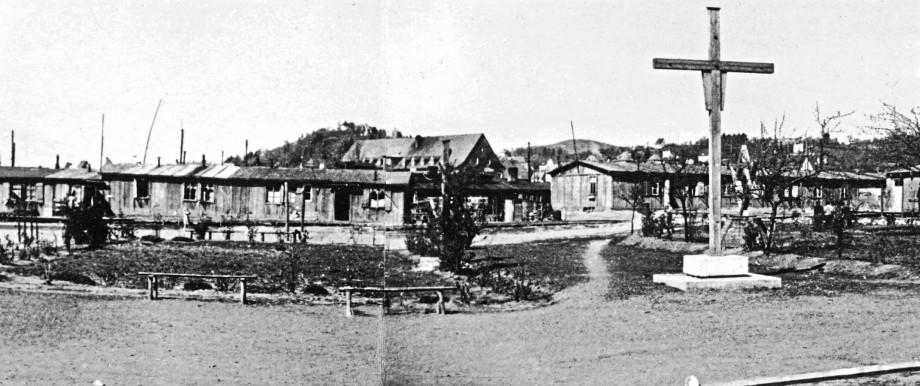 Früheres KZ in Hersbruck: Das ehemalige Lagergelände in Hersbruck Anfang der 1950er Jahre. Nach den Zwangsarbeitern zogen Flüchtlinge in die Baracken ein.