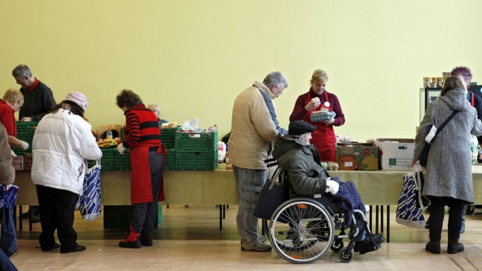 Soziale Ungleichheit: Armut in Deutschland: Szene in einer Essensausgabe in Berlin (Archivbild)