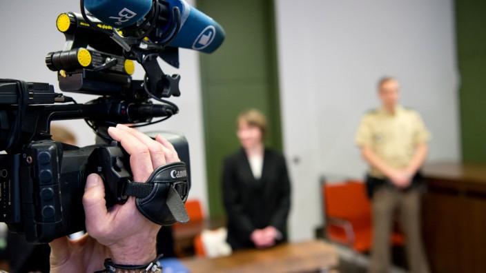 Prozeß gegen Hebamme wegen neunfachen Mordversuchs