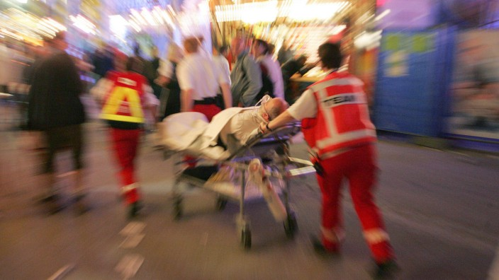Sanitäter, Feuerwehrleute und Polizisten werden immer häufiger angegriffen.