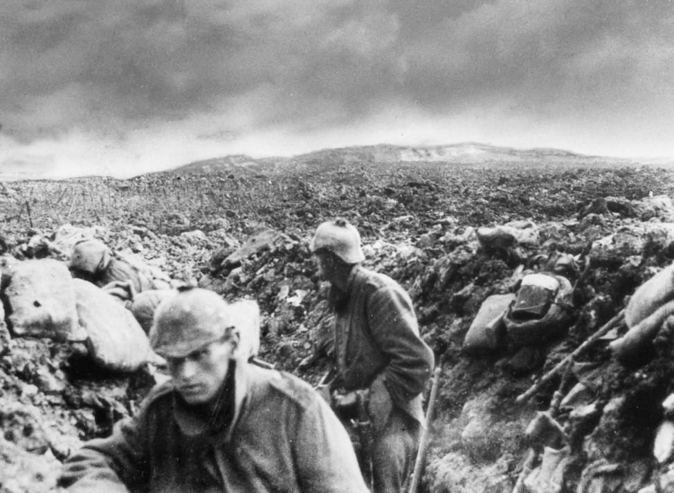 Deutsche Soldaten auf dem Schlachtfeld vor Fort Douaumont, 1916