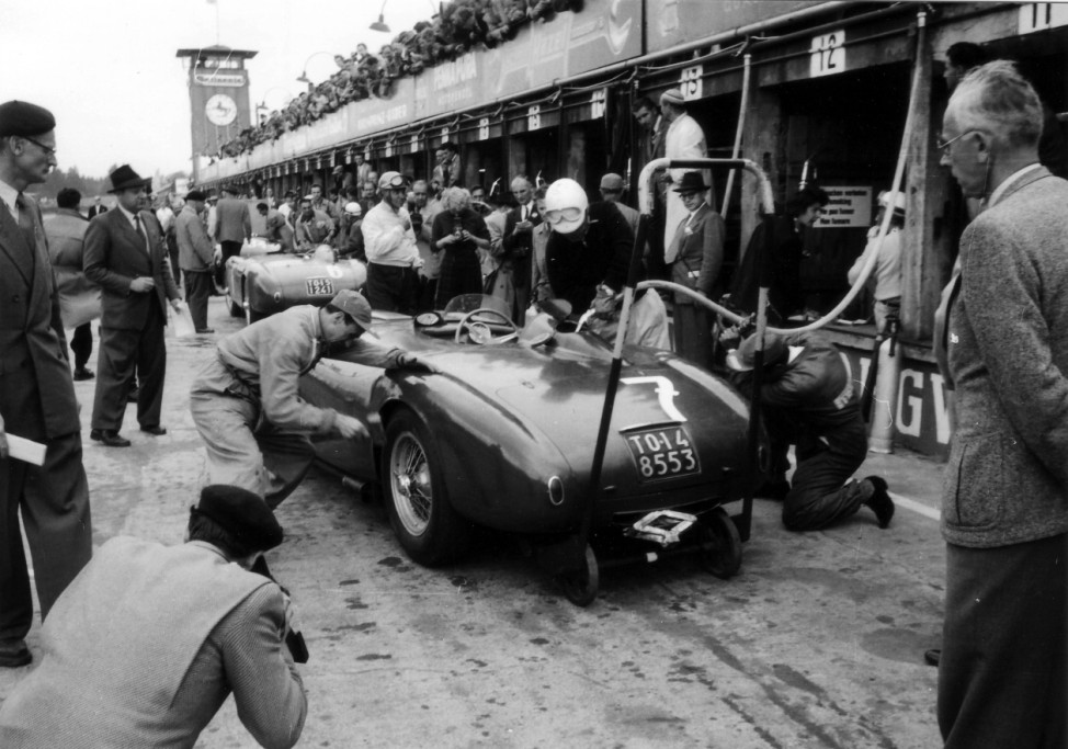 Boxenstopp des Lancia-Teams beim 1000-Kilometer-Rennen Nürburgring 1953.