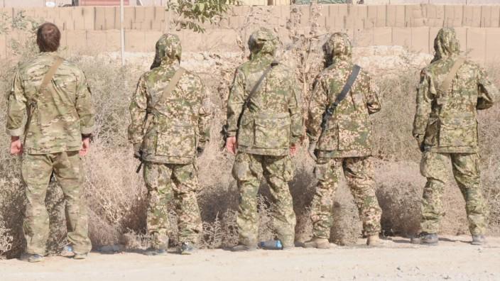 Bundeswehr: Mustervergleich in Afghanistan, ganz rechts das letztendlich ausgewählte Muster.