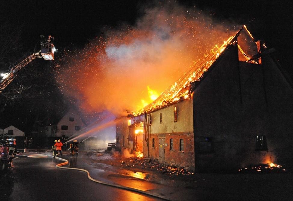 Ein Toter bei Wohnhausbrand