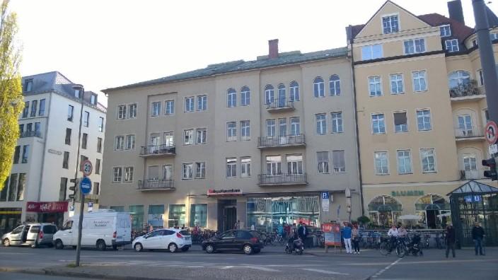 Schwabing: Der Kampf scheint verloren zu sein: Das Haus an der Leopoldstraße 59 wird wohl demnächst abgerissen.