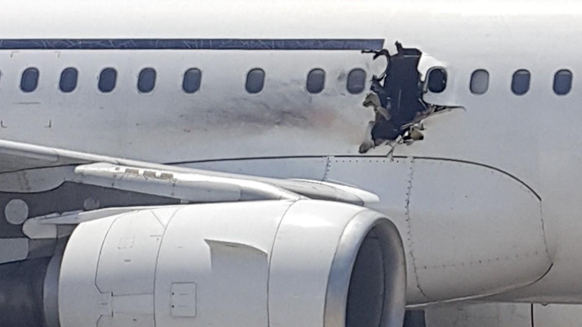 Somalia Explosion An Bord Mann Wird Aus Flugzeug Ge Panorama Sz De