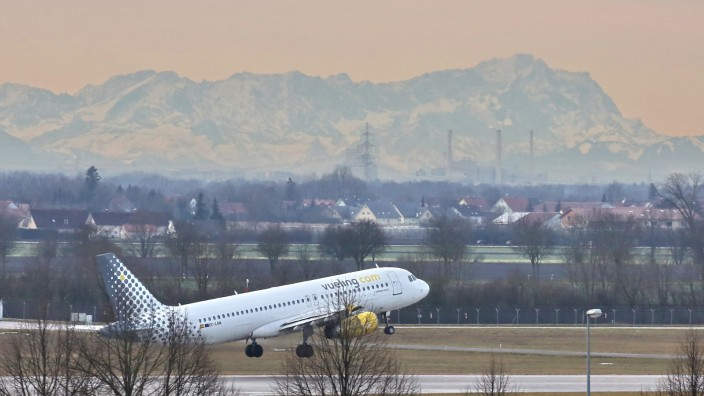 Flughafen: Seit Jahren wird über den Bau der dritten Startbahn im Erdinger Moos gestritten.