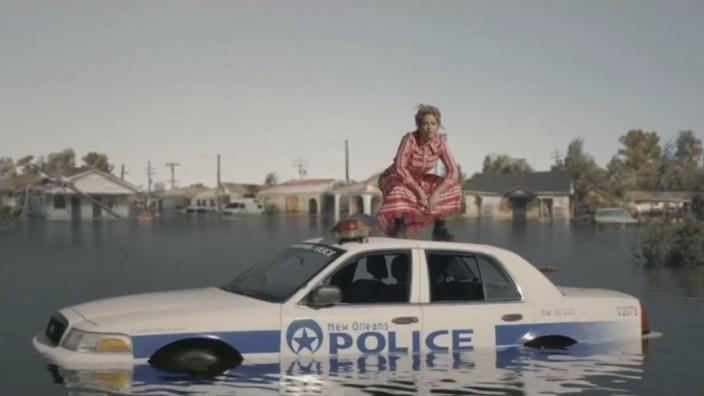 """Pop: Eleganter, mitreißender und präziser lassen sich Pop und Politik nicht versöhnen: Sängerin Beyoncé im Video zu ihrem neuen Song """"Formation""""."""