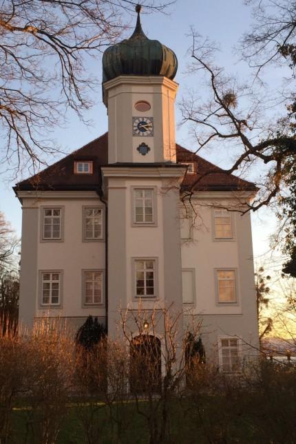 Münsing: Das Ammerlander Schloss erstrahlt im alten Glanz. Dafür waren mehrjährige, enorm teure Renovierungsarbeiten notwendig.