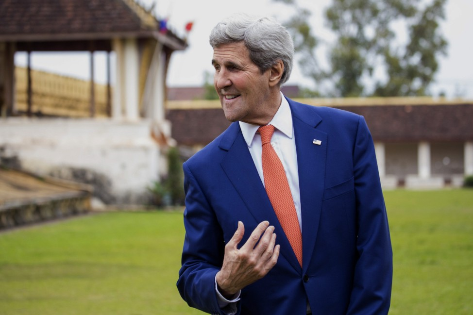 U.S. Secretary of State John Kerry tours the That Luang Stupa or 'Pha That Luang' in Vientiane