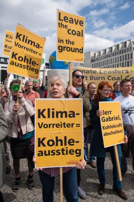 Berlin Proteste zum Petersberger Klimadialog Die Umweltschutz und Kampagnenorganisationen Greenpeac