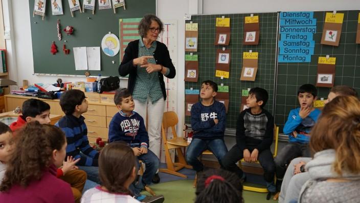 Bildungspolitik: Im September gab es 470 Übergangsklassen für Flüchtlingskinder, jetzt sind es 580. Hier ein Bild aus der Grundschule Martinsried im Kreis München.