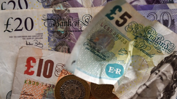 Pound falls over Brexit fears