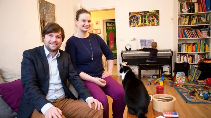50/50-Paare, die sich die Zeit, die sie aufs Kind aufpassen aufteilen: Laura und Sebastian Weisenburger