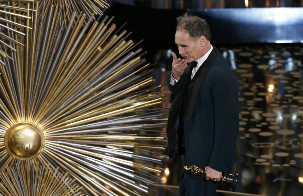 Britain's Mark Rylance blows a kiss after receiving the Oscar for Best Supporting Actor for the movie 'Bridge of Spies' at the 88th Academy Awards in Hollywood