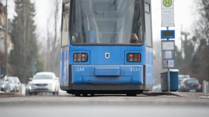 Straßenbahn am Romanplatz in München, 2015