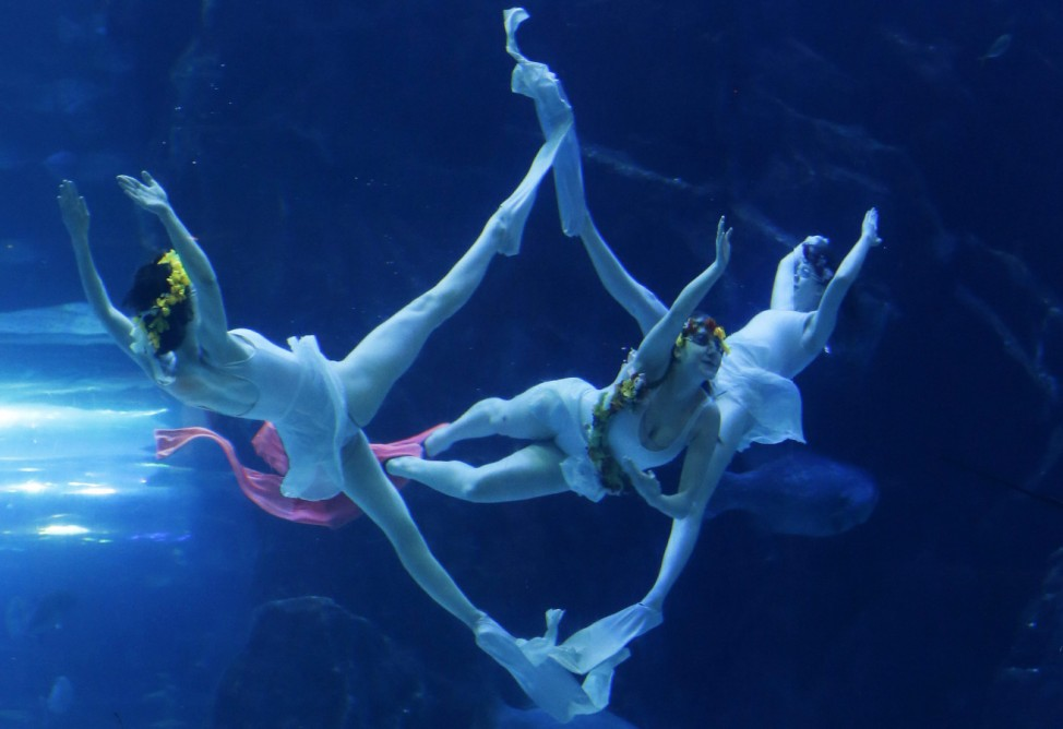 Underwater ballet performance at an aquarium in the city of Goyan