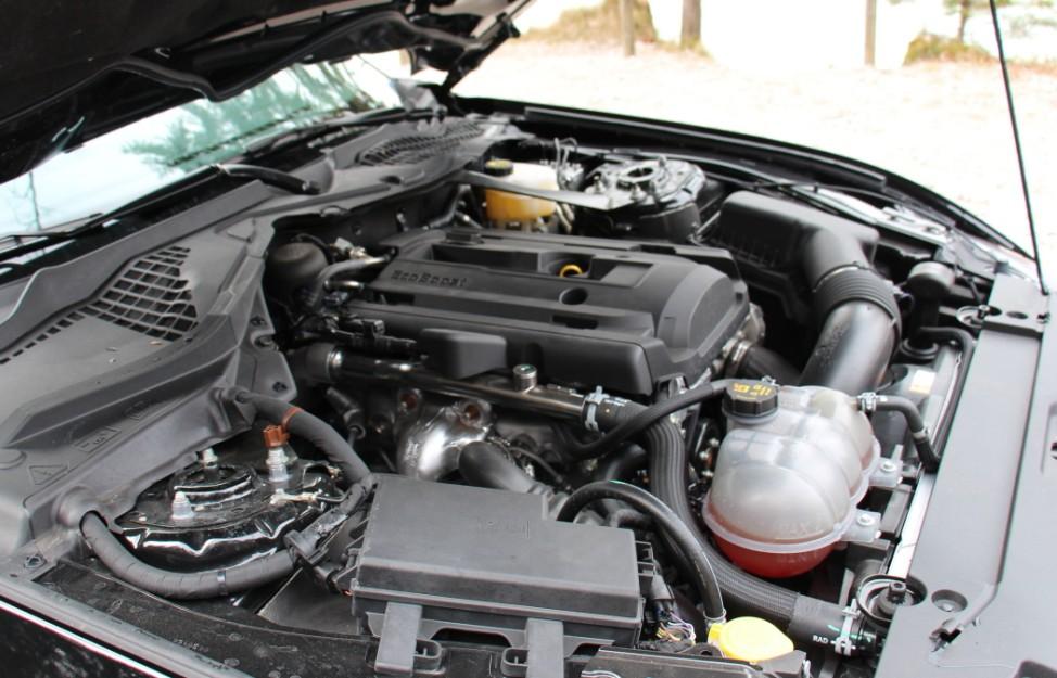 Der Vierzylindermotor des Ford Mustang 2.3 EcoBoost.