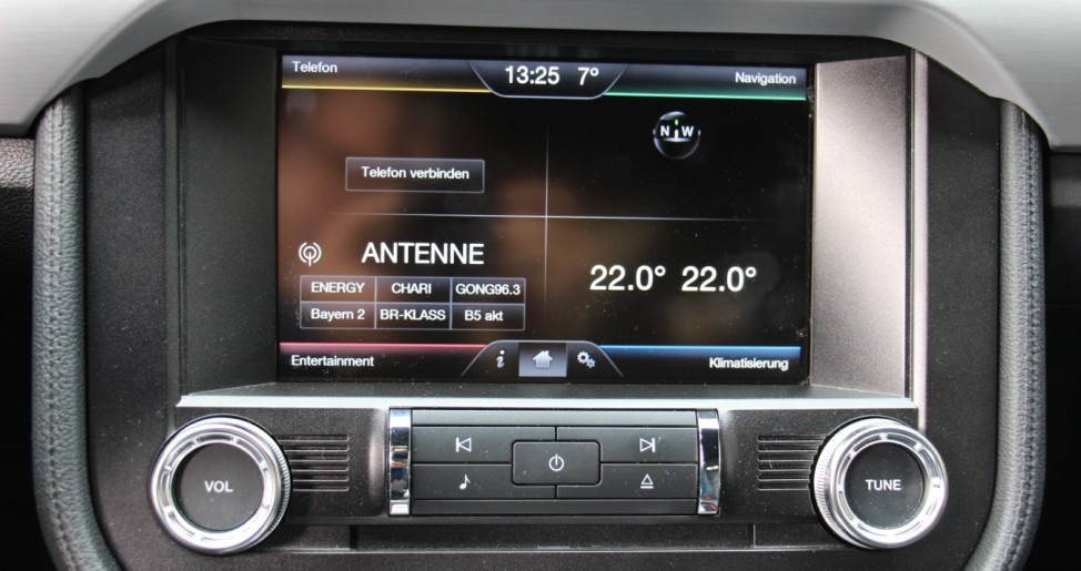 Der Touchscreen des Ford Mustang 2.3 EcoBoost.