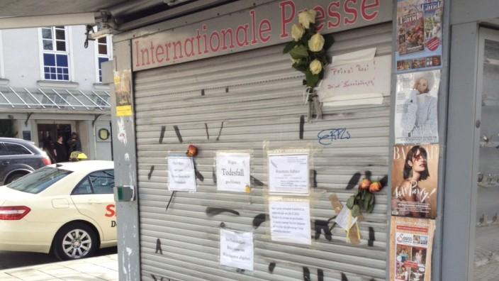 Trauer: Zeichen der Trauer: Am Kiosk wird an Rosemarie Stiftner erinnert.