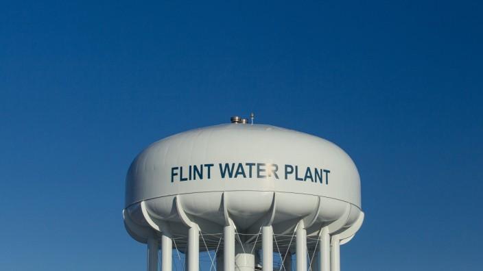 USA: Der Wasserturm in Flint im US-Bundesstaat Michigan.