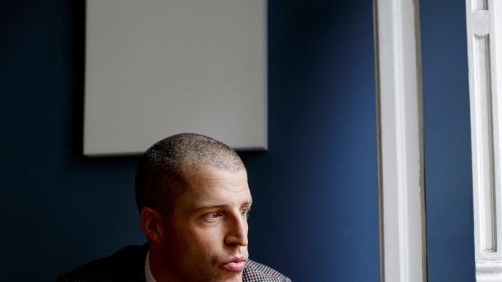 Benjamin von Stuckrad-Barre - der deutsche Schriftsteller wird für die Sonntagszeitungs-Literaturbeilage '20 Autoren unter 40' porträtiert